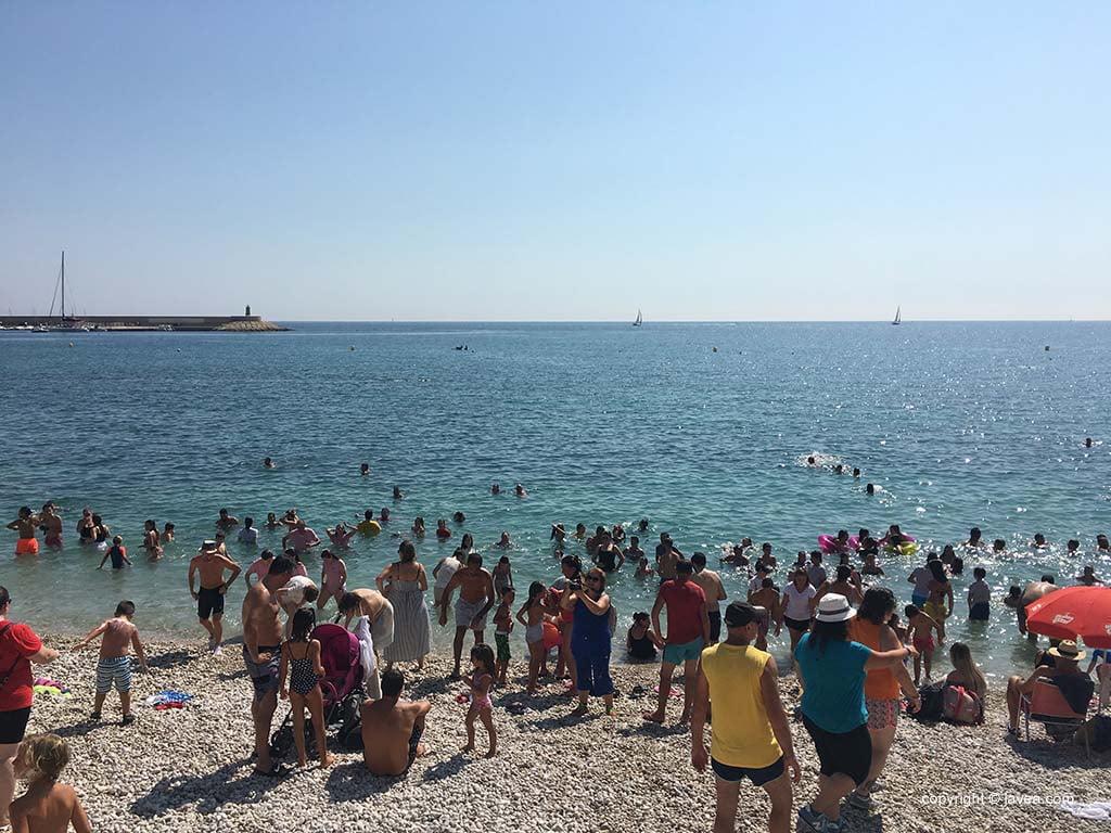 Los participantes de la Merengà en la playa