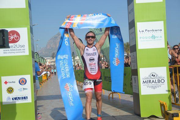 Immagine: Mark Tanner, vincitore del triathlon olimpico
