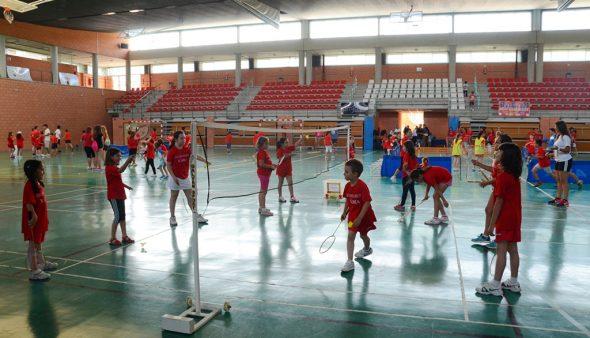 Imagen: Niños de la Escola Esportiva Municipal de voley en Xàbia