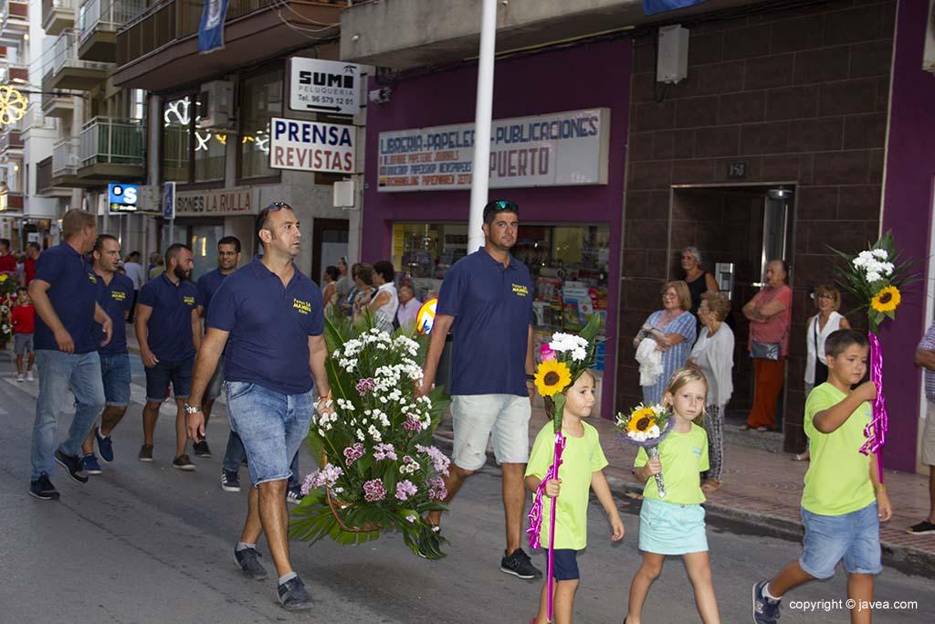 Les penyes participen en l'ofrena de flors Festes de Loreto 2019