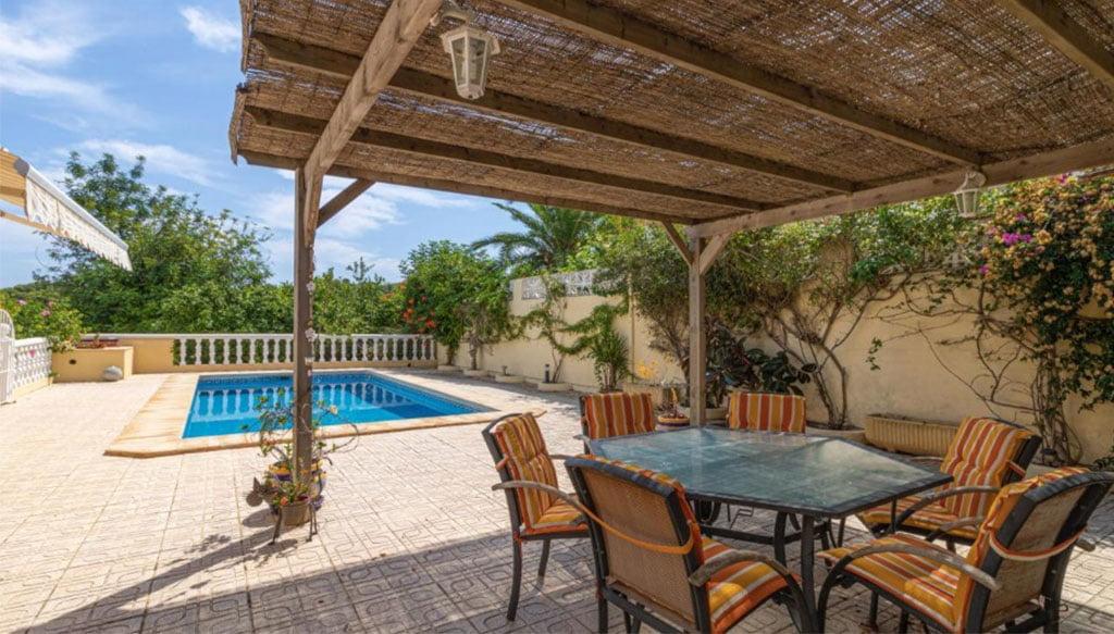 Porche dans une villa à vendre dans la région de Adsubia - Vicens Ash Properties
