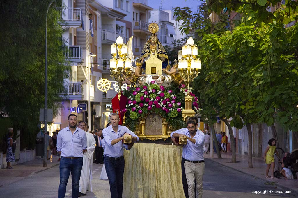 La Vergine è portata da Penya Els Golossos