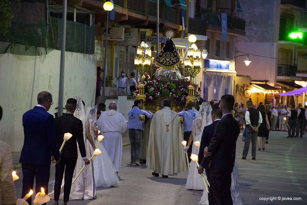 L'immagine della Vergine in processione