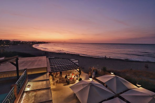 Imagen: Atardecer con el cielo rosa en Dénia - Restaurant Noguera