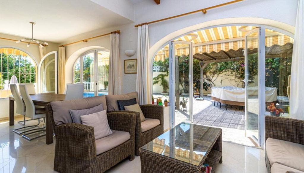 Salon avec accès à la pergola - Vicens Ash Properties