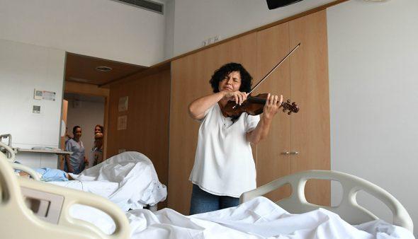 Imatge: Violinista a l'hospital