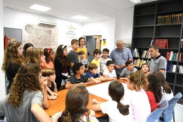 Imagen: Visita de escolares al Arxiu Municipal de Xàbia
