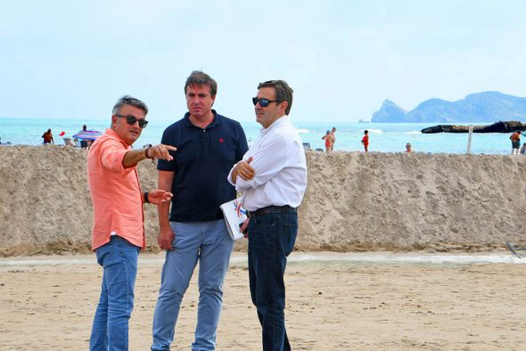 Image: Visite du directeur général du tourisme à la plage Arenal de Xàbia