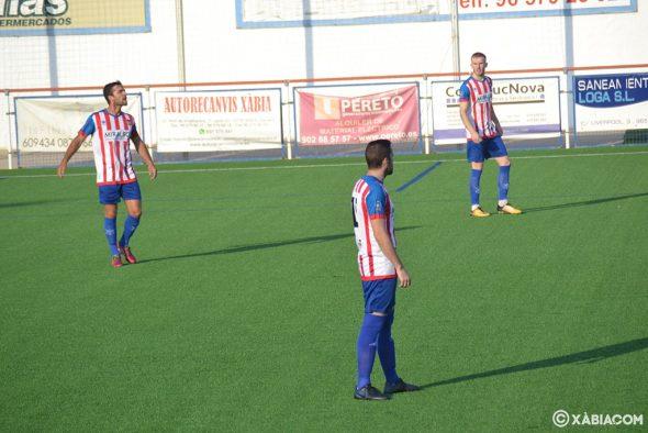 Afbeelding: CD Jávea-spelers tijdens de wedstrijd