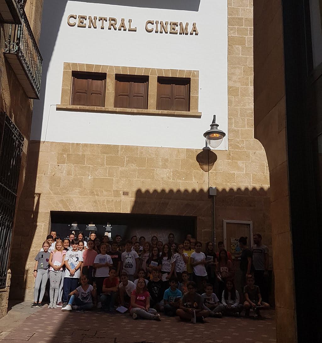 Alumnes del CEIP Vicente Tena treballen en el nou projecte sobre el Central Cinema