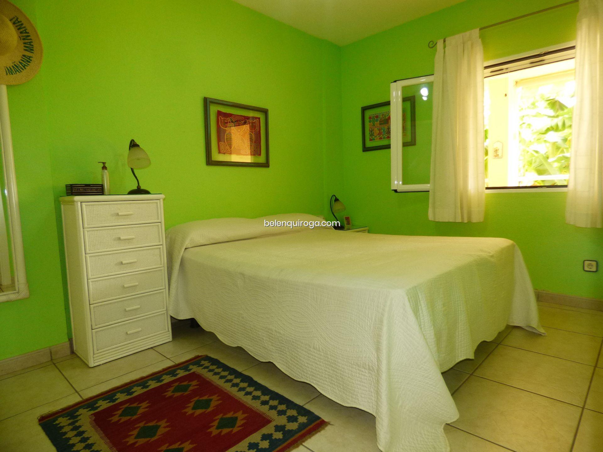 Um dos dois quartos de um apartamento à venda em Jávea - Inmobiliaria Belen Quiroga