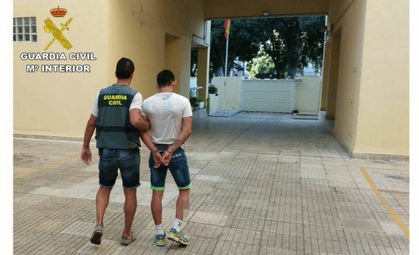 Imagen: El ladrón detenido por la Guardia Civil