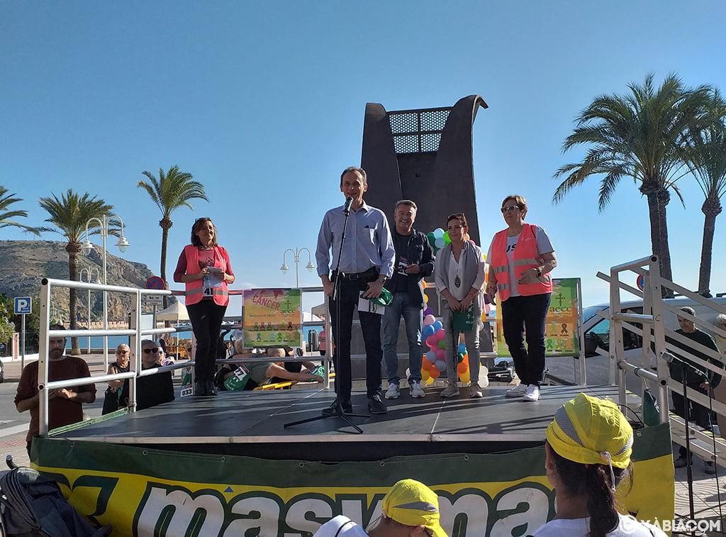 El ministre, Pedro Duque, a la Marxa per la Vida de Xàbia