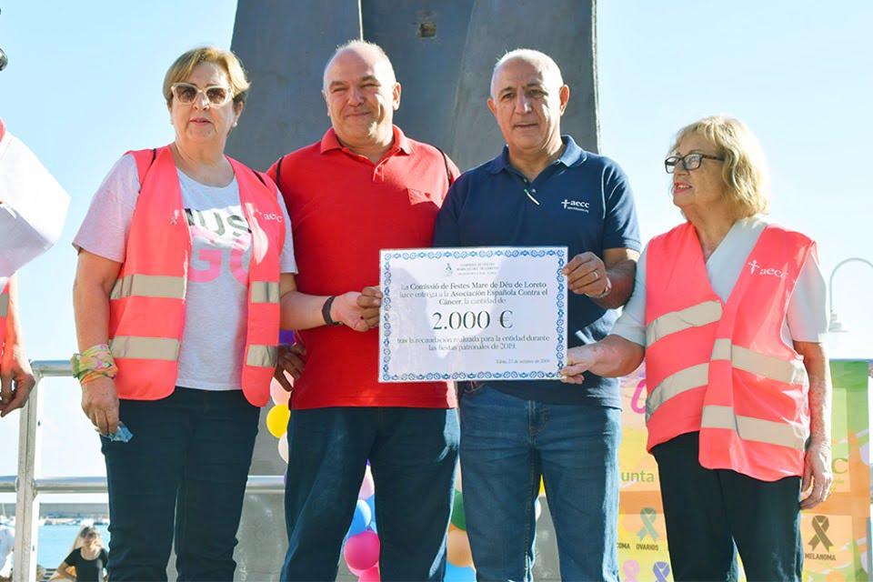 Lliurament de el xec solidari de la Comissió de Festes de Loreto a la Junta local de AECC