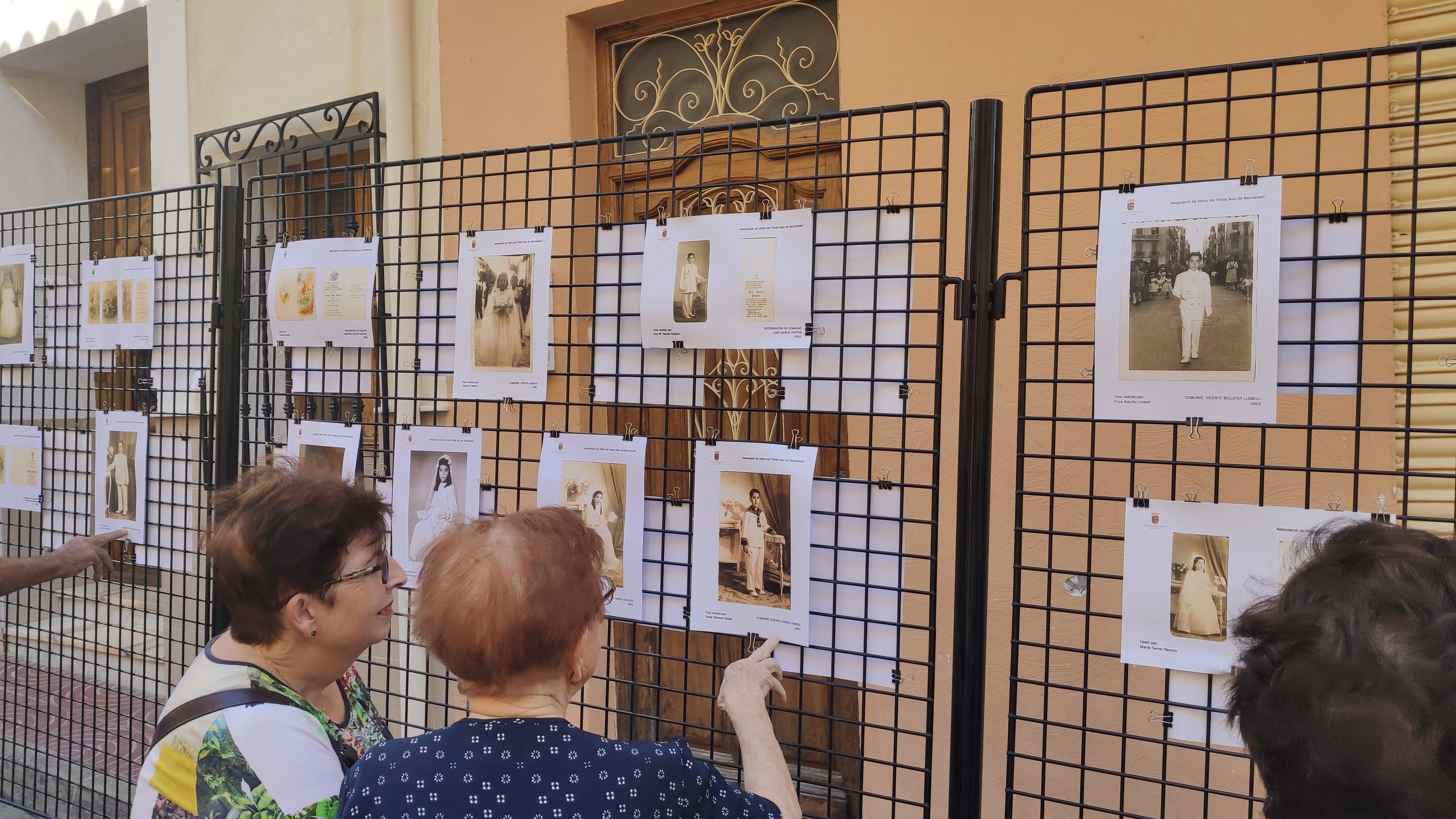 Exposição de fotografias antigas de comunhão