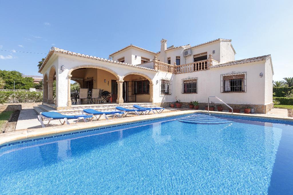 Exterior de una casa de vacaciones en Jávea – Quality Rent a Villa