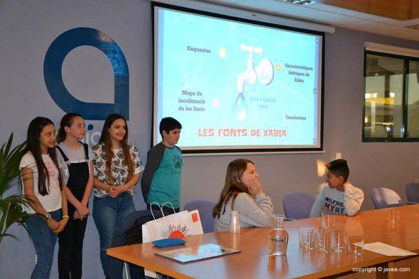 Imagen: Los alumnos del Vicente Tena presentan el proyecto de Fuentes de Agua
