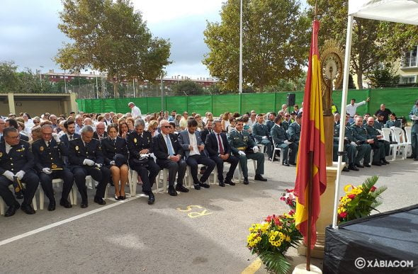 Image: Field Mass on Pilar Day in the courtyard of the Civil Guard barracks