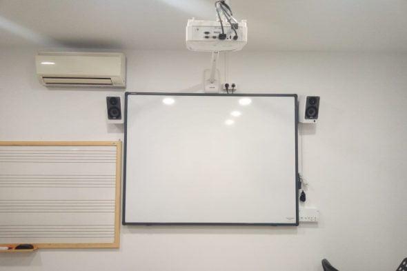 Afbeelding: virtueel paneel aan de Benitatxell School of Music