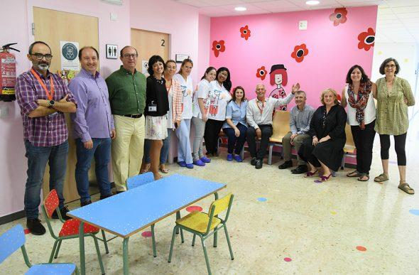 Imagen: Profesionales del DSD junto los murales de La Pedrera