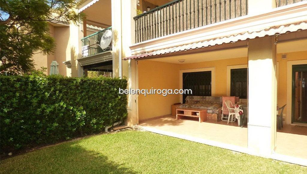 Terraza cubierta con salida al jardín – Inmobiliaria Belén Quiroga