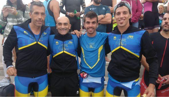 Изображение: триатлонисты Tri-Benitatxell
