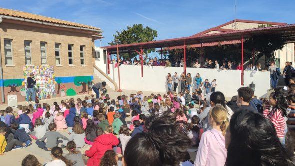 Imagen: Acto en el Colegio Santa María Magdalena de Benitatxell