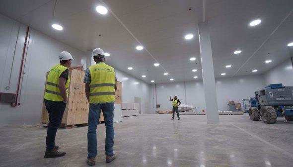 Imagen: La iluminación natural llegando al interior de un recinto comercial - Solatube Levante