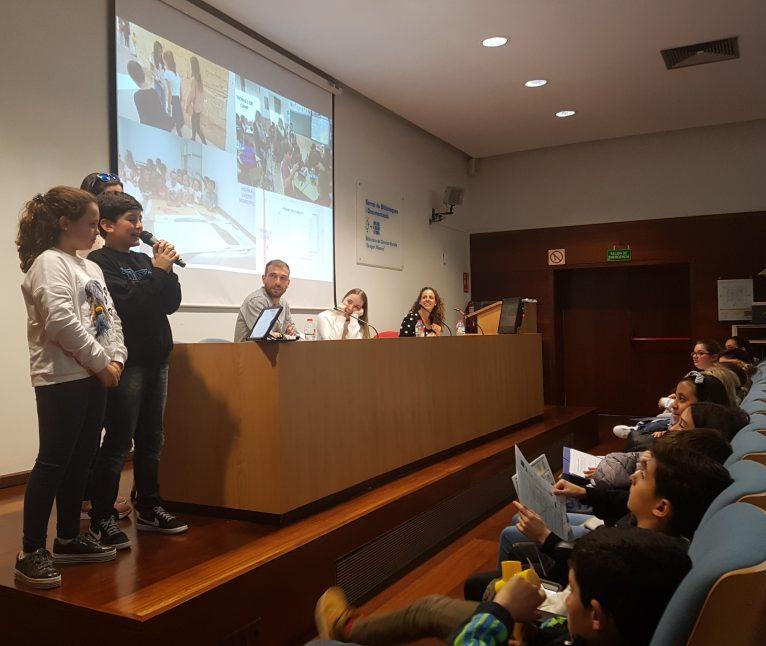Alumnos del Vicente Tena en la exposición de su trabajo en la Universidad de Valencia
