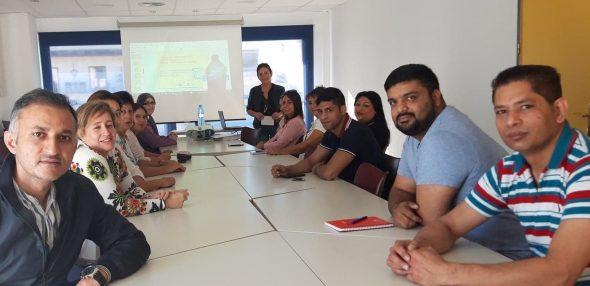 Imagen: Alumnos para el examen de nacionalidad española