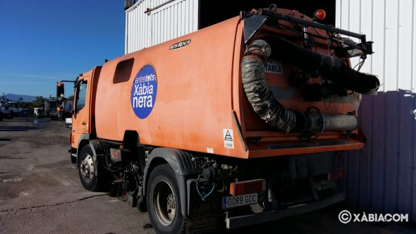 Imagen: Camión de limpieza viaria de Cespa