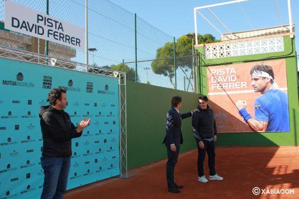 Imagen: David Ferrer en el momento en la pista del Club de Tenis Jávea con su nombre