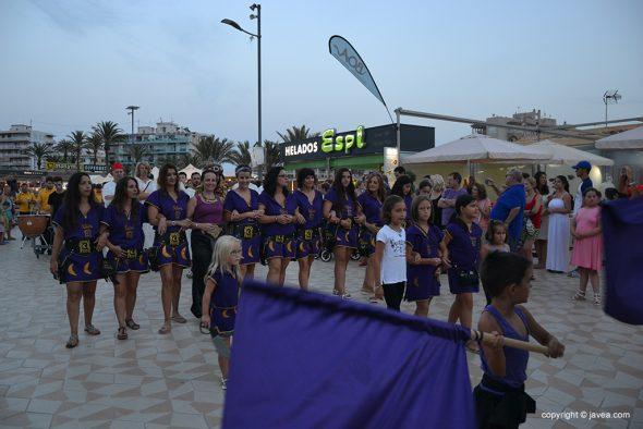 Изображение: Фила Ксибия на неформальном параде на набережной Аренал