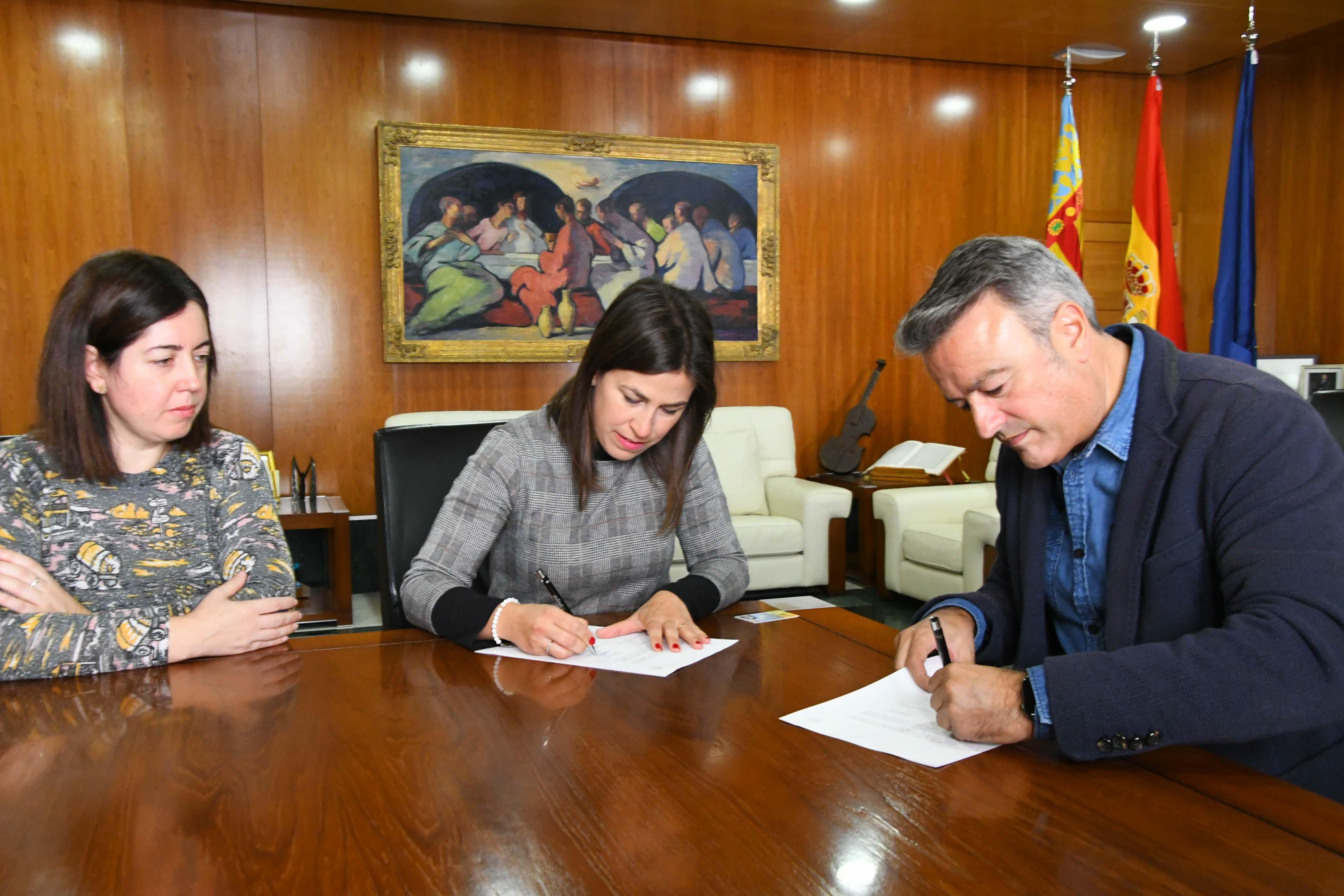 Firma dell'accordo con l'AMPA dell'Arenal College