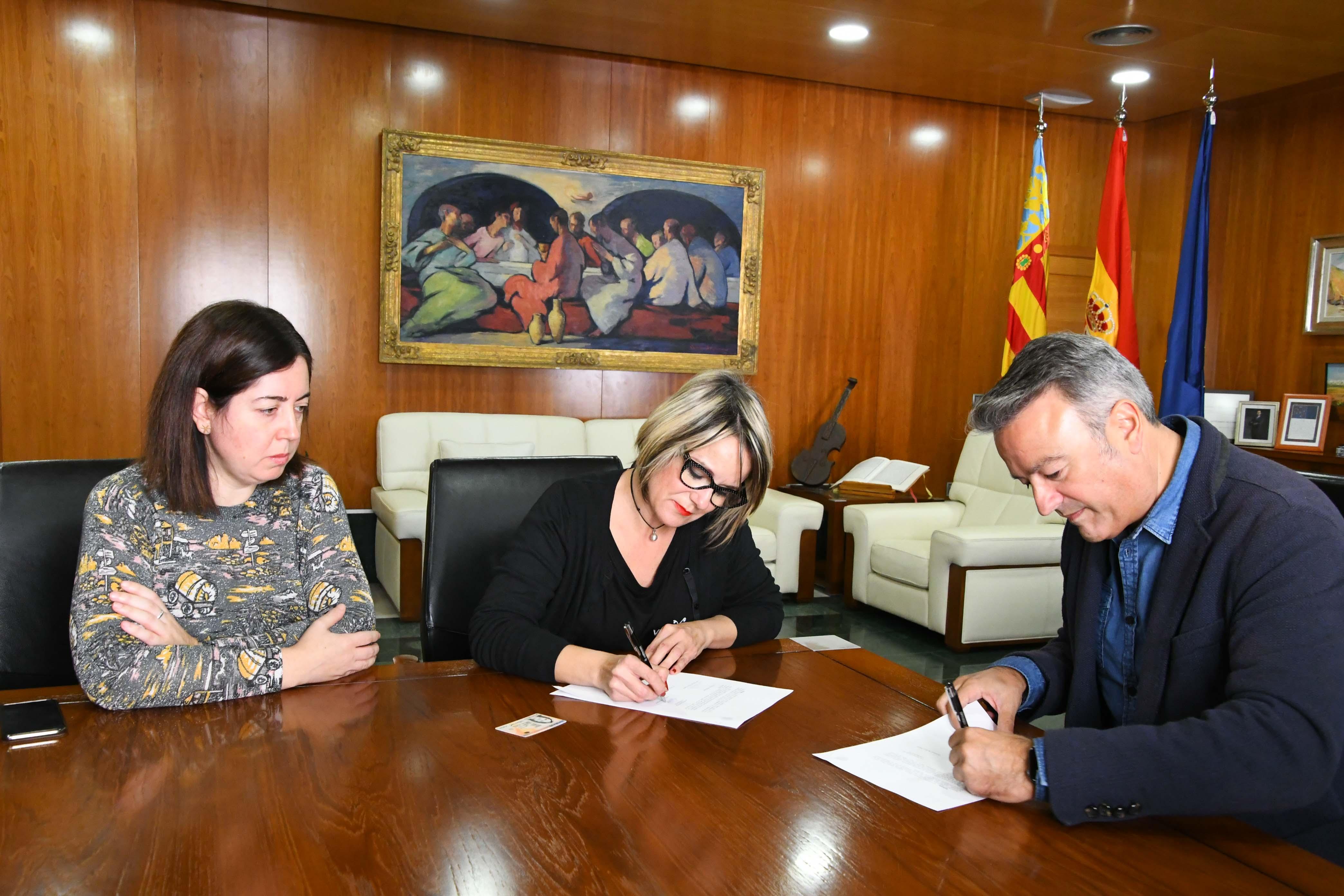 Firma dell'accordo con l'AMPA dell'IES Antoni Llidó
