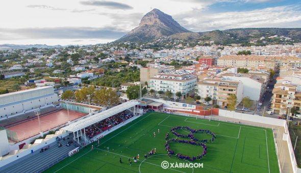 Imagen: Foto área del momento de la creación del 80 por los jugadores de la escuela