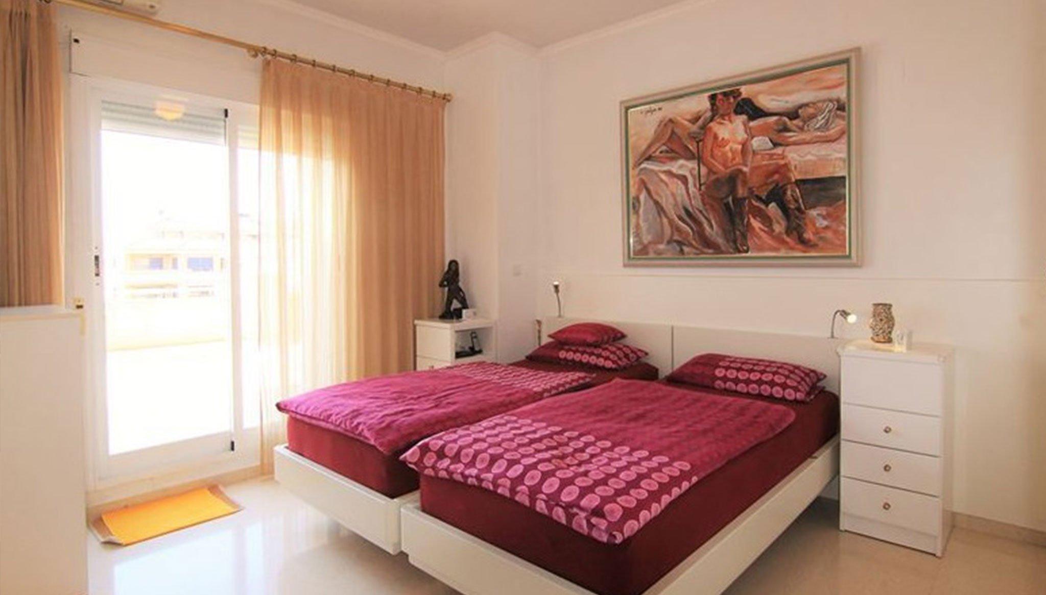 Una de las dos habitaciones de un ático en venta – MORAGUESPONS Mediterranean Houses
