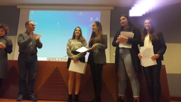 Immagine: i quattro studenti della IES Antoni Llidó nei premi