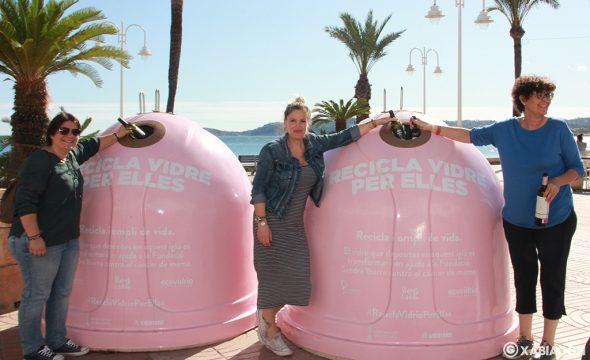Imagen: Los contenedores de la campaña 'Recicla por ellas' en Duanes de la Mar