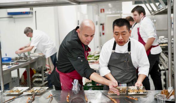 Imagen: Nazario Cano en la elaboración del menú de Gastrónoma