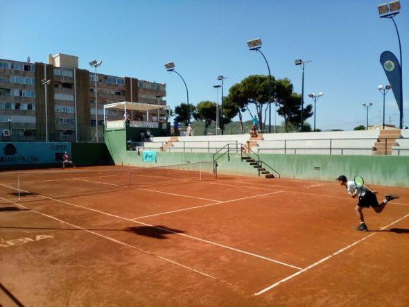 Image: Match prometteur au club de tennis de Jávea