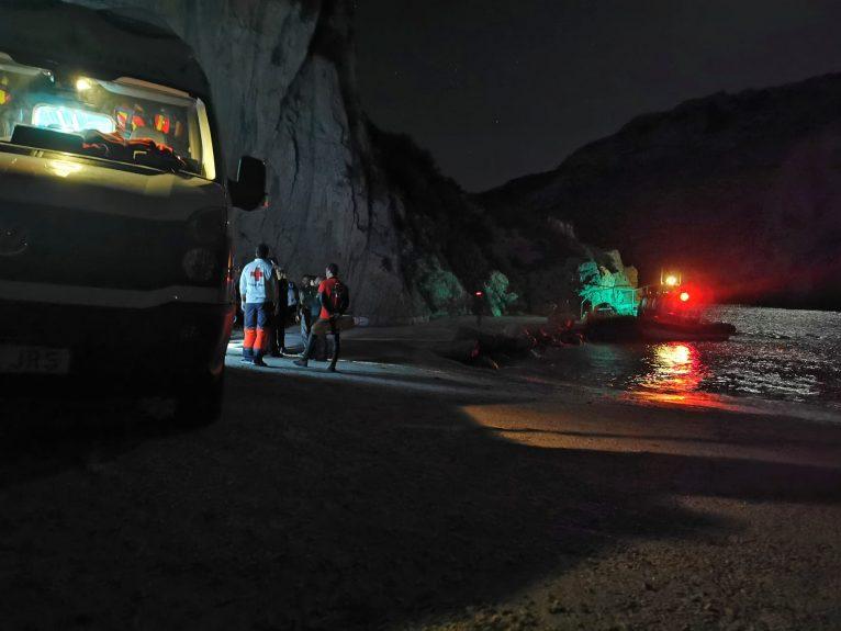 Rettung von Menschen, die in Cova del llop Marí gefangen sind