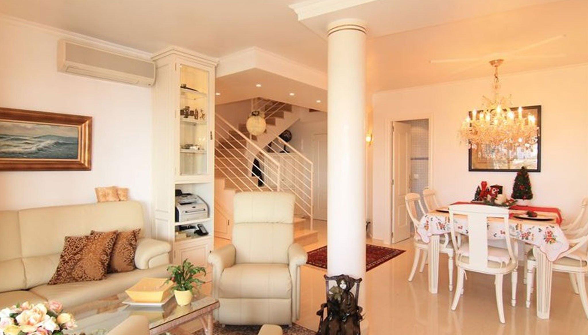 Salón comedor de un ático dúplex en venta en Jávea- MORAGUESPONS Mediterranean Houses