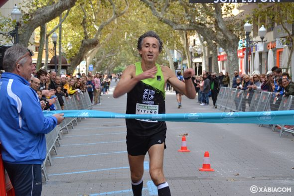 Imagen: Víctor Fernández entrando en meta