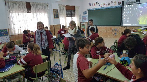 Immagine: studenti Vicente della scuola María Inmaculada