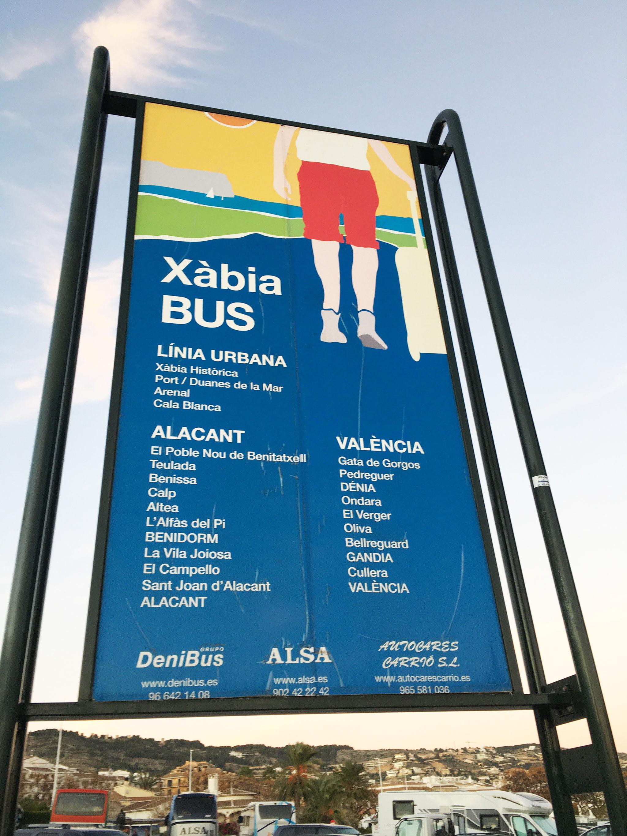 Cartel principal en la estación de autobuses de Jávea