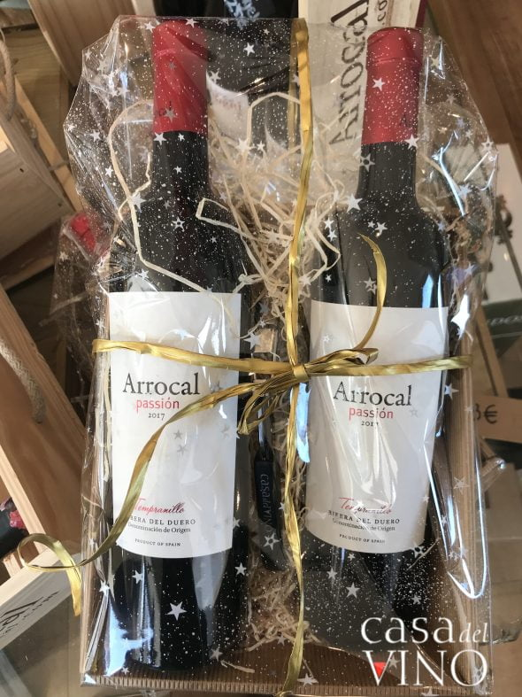 Imagen: Casa del Vino - Cesta estilo kraft con dos vinos crianza Ribera del Duero y sacacorchos