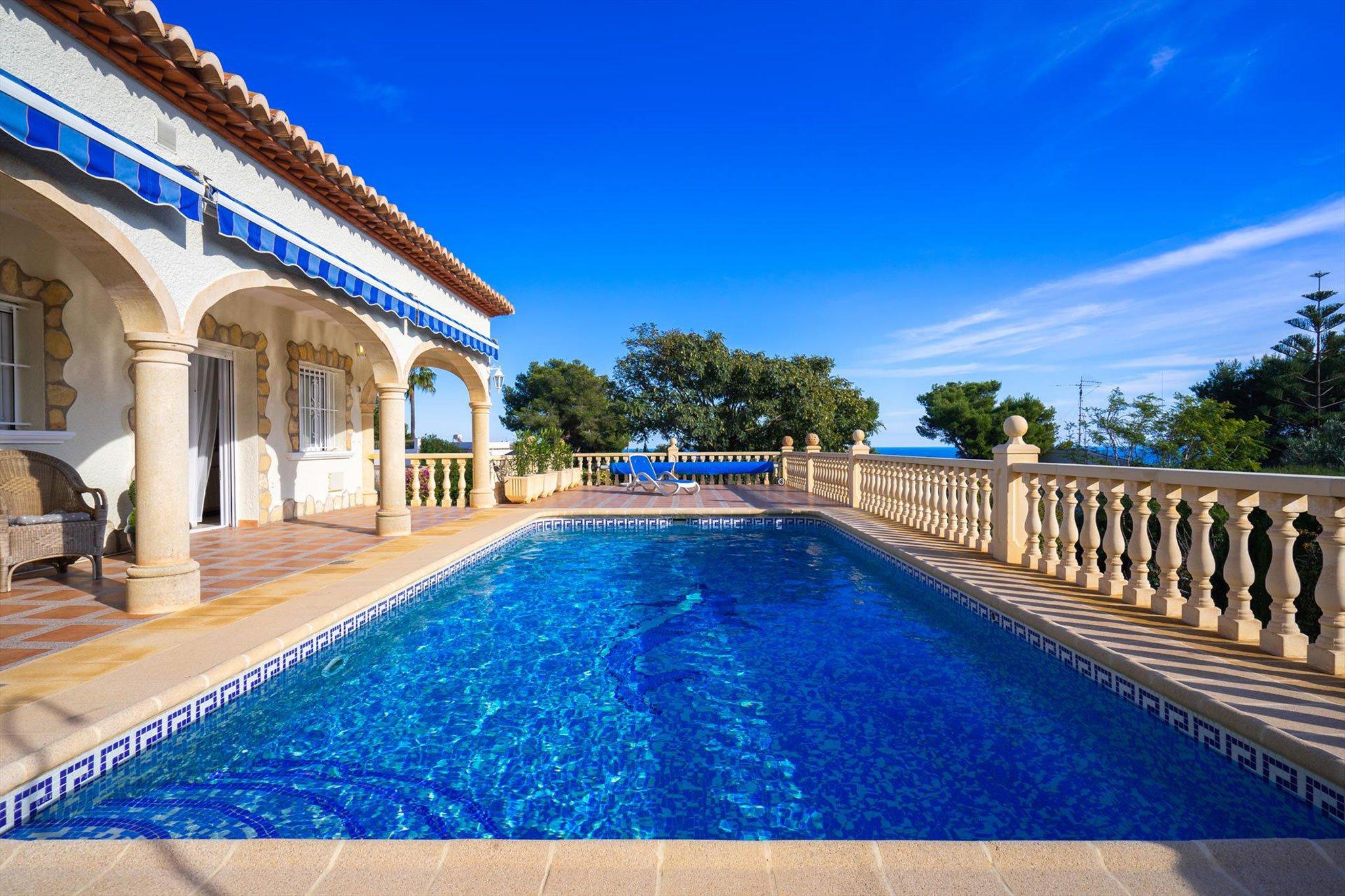 Piscina privada en casa de vacaciones – Aguila Rent a Villa