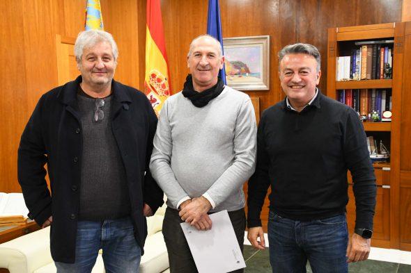 Imagen: Firma del convenio con la Asociación de Barques Tradicionals