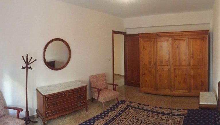 Dormitorio grande en una casa en venta en Jávea - Terramar Costa Blanca